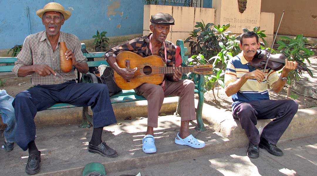 Gademusikanter i Santiago de Cuba. Foto: Marika Bortolami (CC by 2.0)