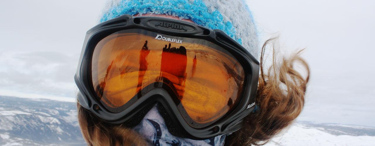 Et par gode skibriller beskytter mod solen og den friske vinterluft
