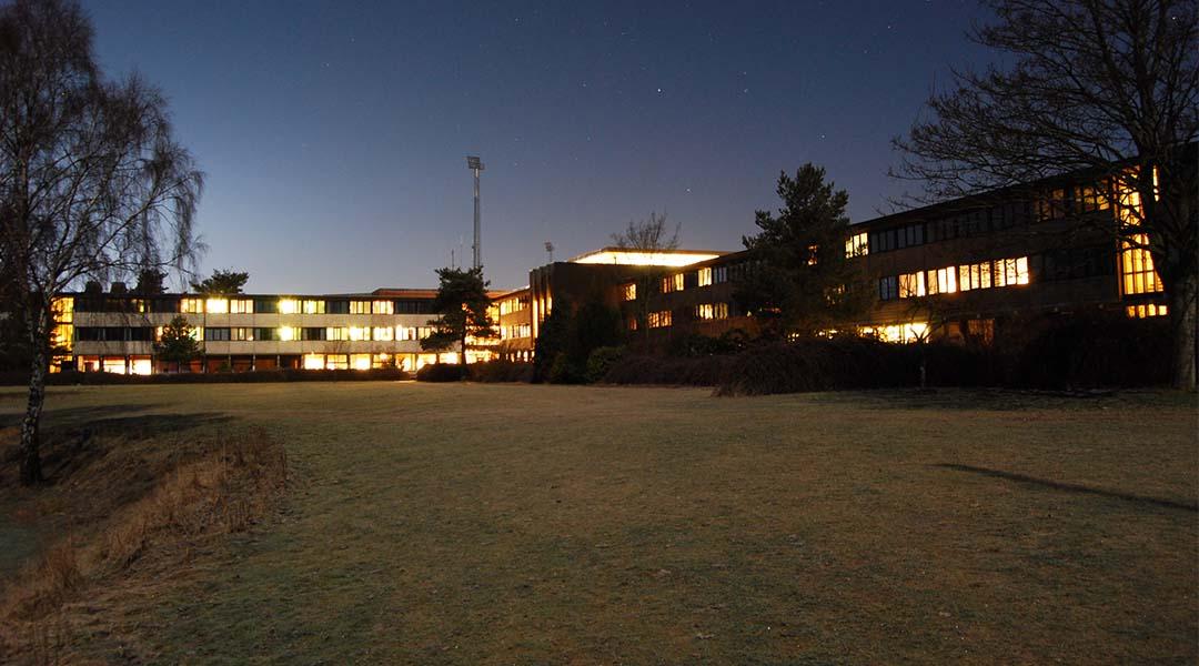 Højskolen by night
